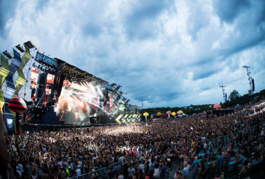 Crowd_chainsmokers-IleSoniq2016-byPierreBourgault-56